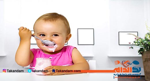 infant-nutrition-eating-yogurt